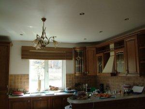 Правильно монтируем натяжные потолки в кухонном помещении