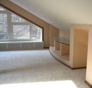 Как правильно оклеивать потолок обоями?